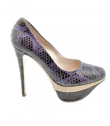 Andrea Cancellieri, scarpa donna in pitone colore viola, tacco a spillo e plateau