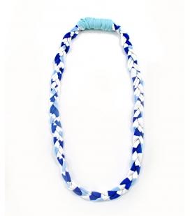Attacchi d'arte, Collana cravatta in T-shirt bianco, celeste e blu riciclata