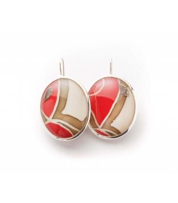 Antonella Piacenti, orecchini ovali in argento e resina naturale con seta, colore crema/rosso, BATIK-Sumatra.